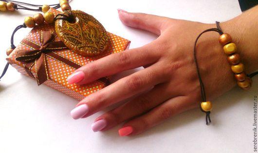 Золотой пейсли – кулон с росписью в технике «Лаковая миниатюра», автор: Шпагина Анна. Купить кулон на Ярмарке мастеров.