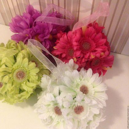 1. Шары из цветов на ленточке, новые, в наличии 4 цвета. Цена одного шара - 100 руб.