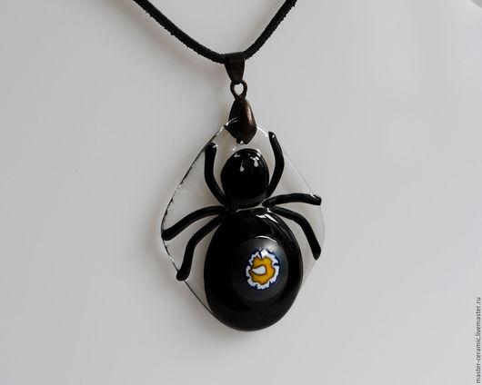 """Кулоны, подвески ручной работы. Ярмарка Мастеров - ручная работа. Купить Кулон """"Черная вдова"""", стекло, фьюзинг. Handmade. Черный"""