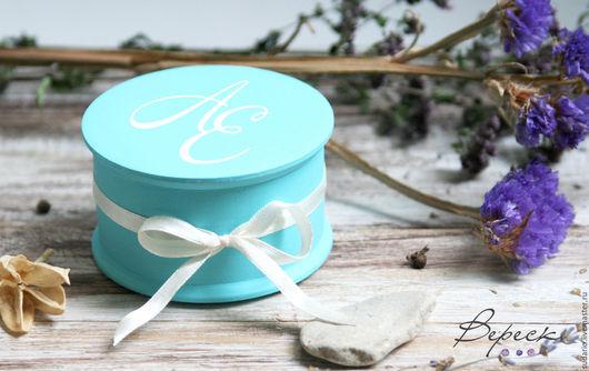 Коробочка-шкатулочка круглая для колец Тиффани. Стильная шкатулка будет отличным аксессуаром,  после свадьбы принесет пользу. такую шкатулку можно использовать для хранения украшений и др мелочей.