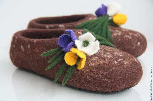 """Обувь ручной работы. Ярмарка Мастеров - ручная работа. Купить Тапочки """"Крокусы"""".. Handmade. Коричневый, тапочки женские"""