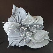 """Украшения ручной работы. Ярмарка Мастеров - ручная работа Брошь цветок из кожи Орхидея """"Серая жемчужина"""" светло серая. Handmade."""