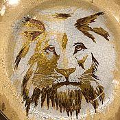 Тарелки ручной работы. Ярмарка Мастеров - ручная работа Тарелка из  стекла с росписью Царь зверей. Handmade.