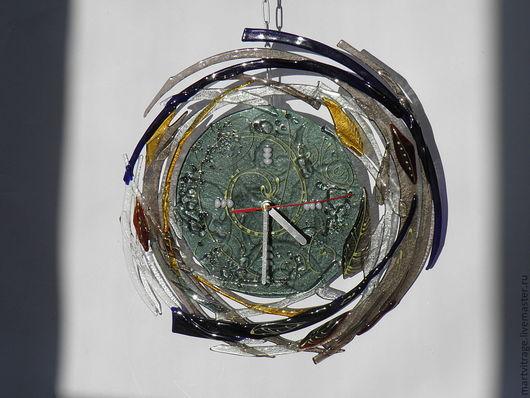 """Часы для дома ручной работы. Ярмарка Мастеров - ручная работа. Купить часы стеклянные """"Кружатся листья...""""фьюзинг. Handmade. Часы"""