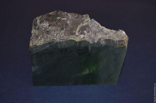 Минералы, друза ручной работы. Ярмарка Мастеров - ручная работа. Купить Нефрит темно-зеленый. Handmade. Нефрит, камень нефрит