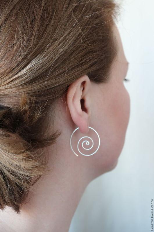 Серебряные серьги - спирали в стиле минимализм станут одними из самых Ваших любимых украшений.