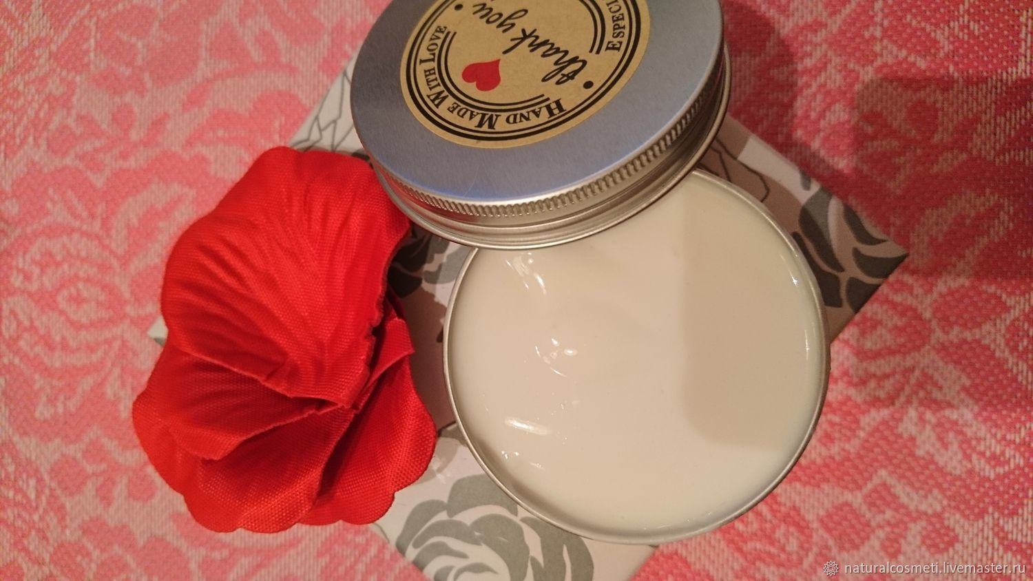 Velvet cream with prickly pear and rose oil