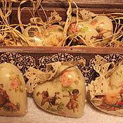Подарки к праздникам ручной работы. Ярмарка Мастеров - ручная работа Новогодний короб с сердечками. Handmade.