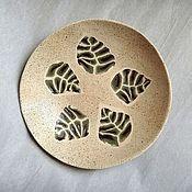 Посуда ручной работы. Ярмарка Мастеров - ручная работа Тарелка с листьями. Handmade.