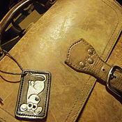Аксессуары ручной работы. Ярмарка Мастеров - ручная работа Багажная бирка на чемодан Кожаная бирка Кожаный брелок. Handmade.