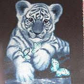 """Картины и панно ручной работы. Ярмарка Мастеров - ручная работа Картина вышитая """"Белый тигрёнок"""". Handmade."""