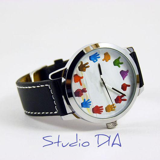 Оригинальные Дизайнерские Часы Жесты Рук Цветные. Студия Дизайнерских Часов и Кулонов DIA.