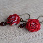 Украшения ручной работы. Ярмарка Мастеров - ручная работа Серьги с алыми розами. Handmade.