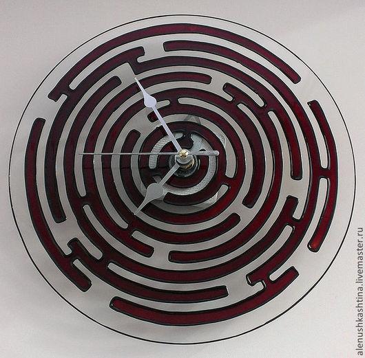 """Часы для дома ручной работы. Ярмарка Мастеров - ручная работа. Купить Часы настенные """"Лабиринт"""". Handmade. Бордовый, Роспись по стеклу"""
