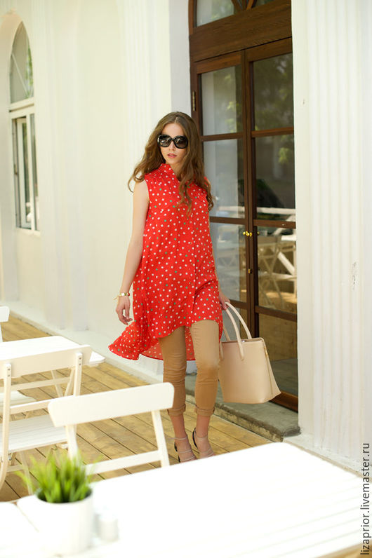 Красное платье-рубашка в слониках