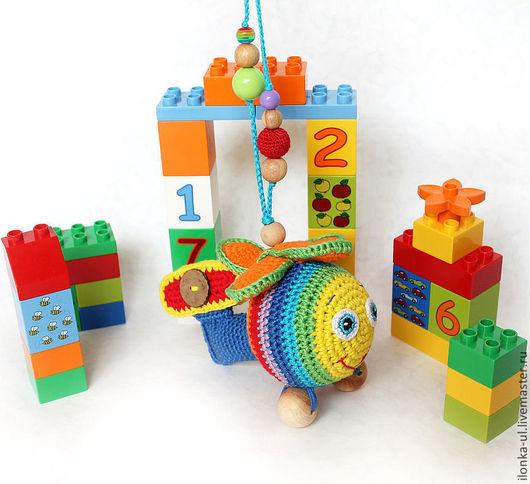 """Развивающие игрушки ручной работы. Ярмарка Мастеров - ручная работа. Купить Подвеска-погремушка """"Радужный вертолетик"""". Handmade. Вертолет, подвеска"""