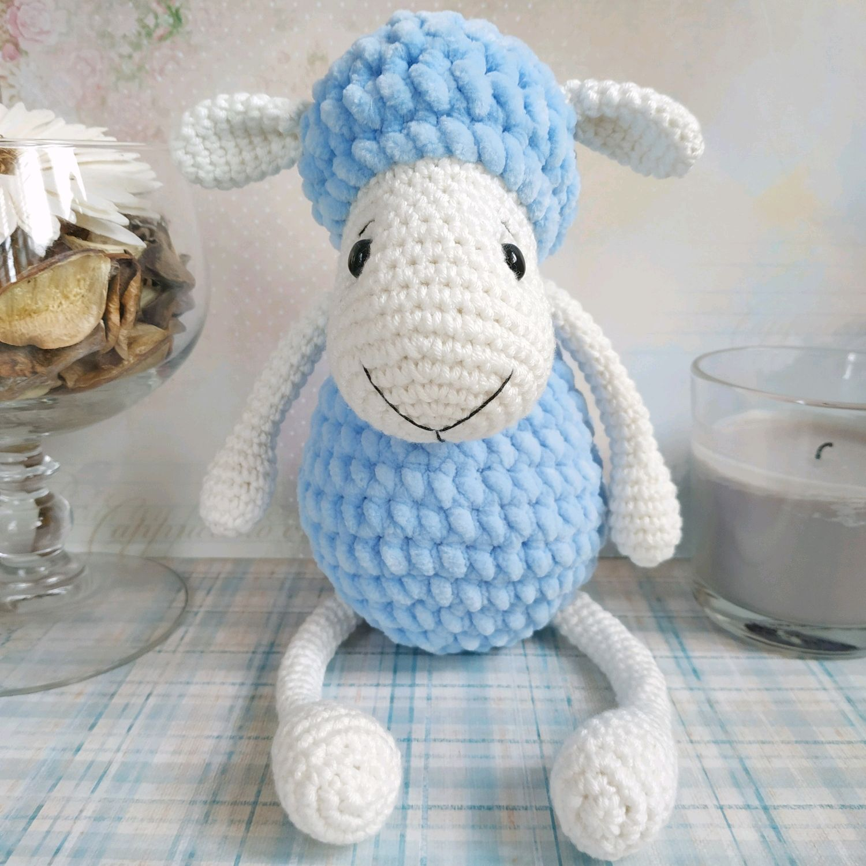 зефирная овечка вязаная игрушка ручной работы из плюшевой пряжи