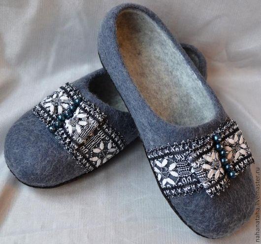 """Обувь ручной работы. Ярмарка Мастеров - ручная работа. Купить Тапочки войлочные """"Бабушкино кружево"""""""". Handmade. Серый, тапочки женские"""