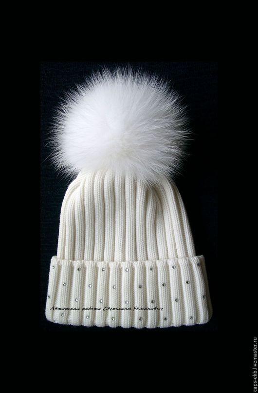 Шапки ручной работы. Ярмарка Мастеров - ручная работа. Купить Зимняя женская вязаная шапка с меховым помпоном и Сваровски. Handmade.