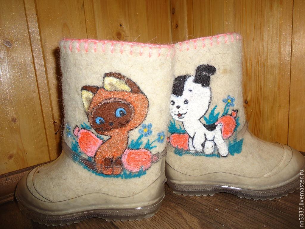 Детские валенки с вышивкой