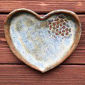 Свадебный салон ручной работы. Ярмарка Мастеров - ручная работа Подставка-сердце для колец со снежинкой. Handmade.