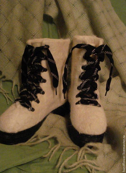 """Обувь ручной работы. Ярмарка Мастеров - ручная работа. Купить Ботинки валяные """" White and black"""". Handmade. Белый"""