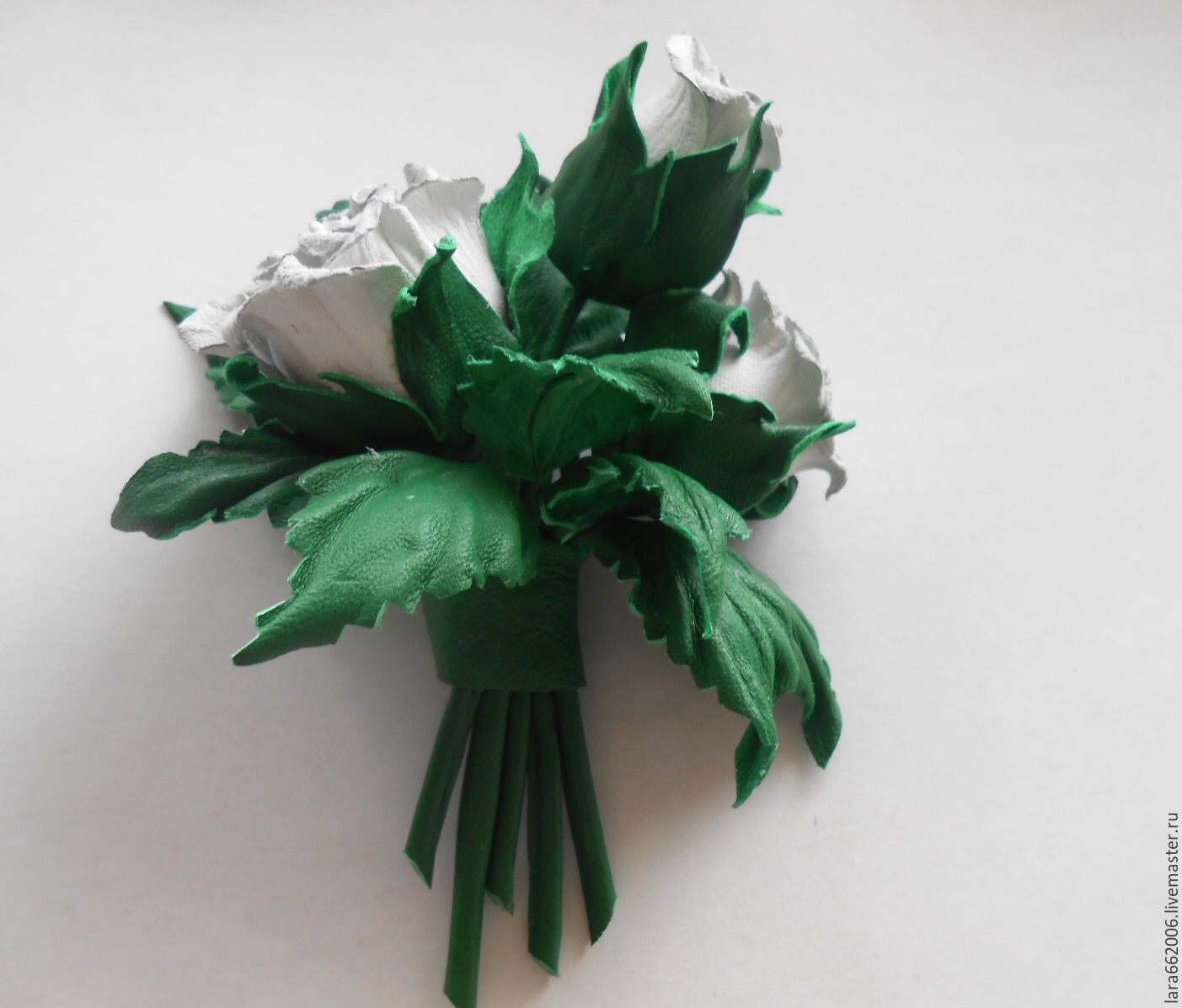 Leather flowers. Brooch bouquet of WHITE ROSEBUDS from the skin ...