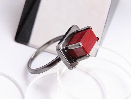 Кольца ручной работы. Ярмарка Мастеров - ручная работа. Купить Минималистичное серебряное кольцо с красной яшмой. Handmade. Оригинальное кольцо