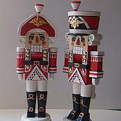 Куклы и игрушки ручной работы. Ярмарка Мастеров - ручная работа настоящие щелкунчики орехоколы в треугольной шляпе. Handmade.