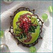 """Украшения ручной работы. Ярмарка Мастеров - ручная работа Брошь с вышивкой """"Гроздь винограда"""". Handmade."""