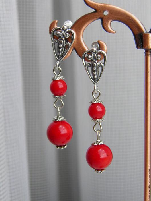 """Серьги ручной работы. Ярмарка Мастеров - ручная работа. Купить Маленькие серьги """"Красные-прекрасные"""" из коралла. Handmade. Ярко-красный"""