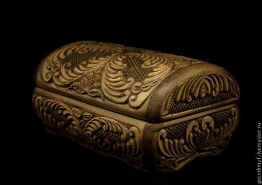Шкатулка ручной работы,украшена абрамцево -кудринской резьбой.Авторская работа.