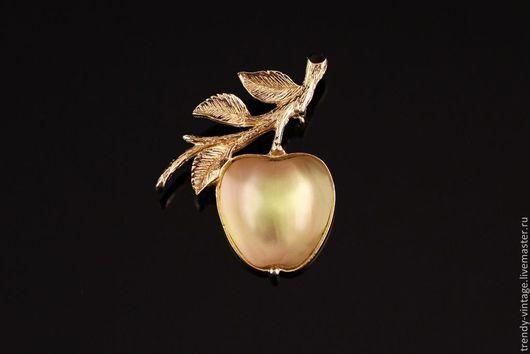 """Винтажные украшения. Ярмарка Мастеров - ручная работа. Купить Брошь от Sarah Coventry """"Золотое яблочко"""". Handmade. Золотой, винтаж"""