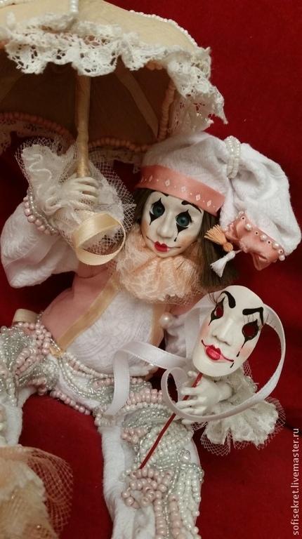 """Коллекционные куклы ручной работы. Ярмарка Мастеров - ручная работа. Купить Кукла из самоотвердевающего пластика """"Одинокий Арлекин"""". Handmade. рюши"""
