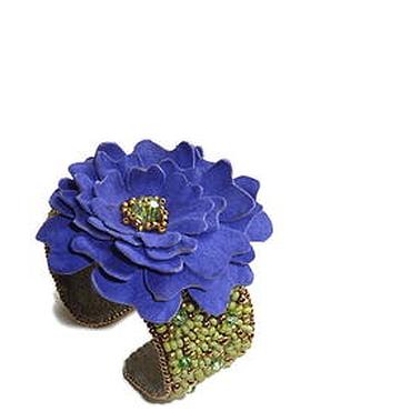 """Украшения ручной работы. Ярмарка Мастеров - ручная работа Браслет """"Синий цветок"""" с цветком из замши. Handmade."""
