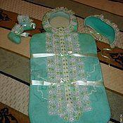 Работы для детей, ручной работы. Ярмарка Мастеров - ручная работа Комплект для новорожденного (конверт, пинетки, шапочка, уголок). Handmade.