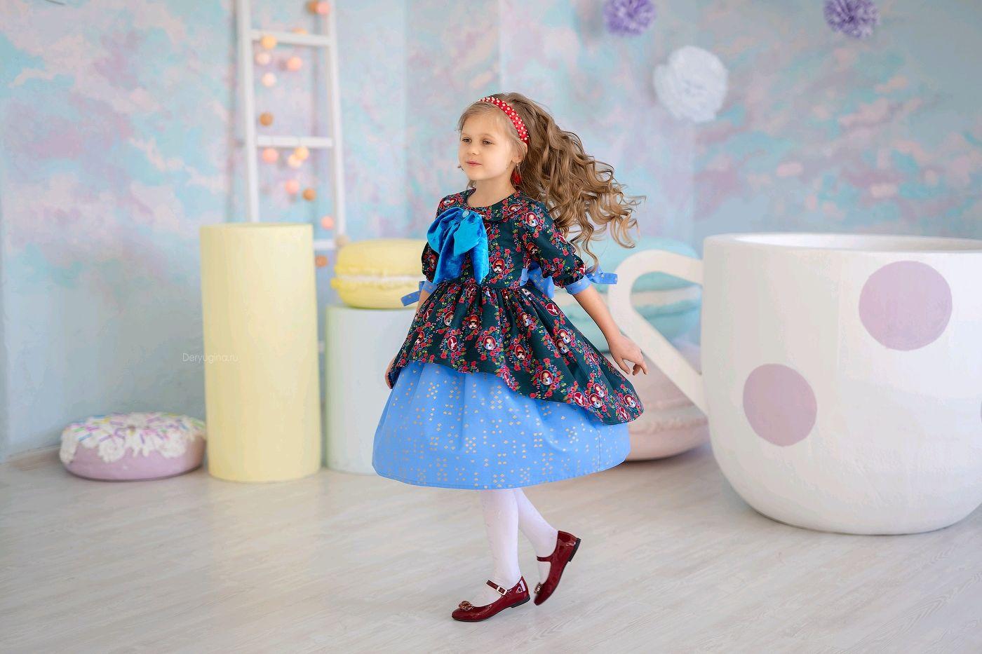 """Платье """"Алиса в стране чудес"""" р.122-128"""