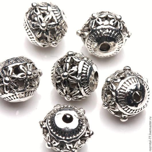 Бусины металлические ажурные с цветочным орнаментом . Бусины полые внутри .Форма бусин круглая, цвет античное серебро.