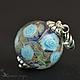Кулон-шар из стекла лэмпворк (lampwork) с голубыми розами. Фиолетовый, сиреневый, золотистый, голубой, с цветами, подарок для любимой, супруге, подруге, сестре. На праздники 8 марта, день рождения.
