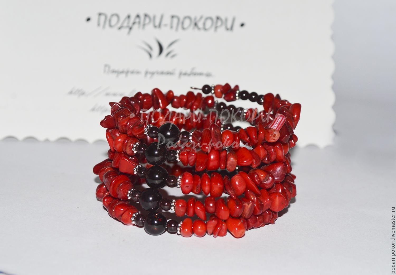 Браслет-Мемори с красным кораллом и гранатом (5 витков)