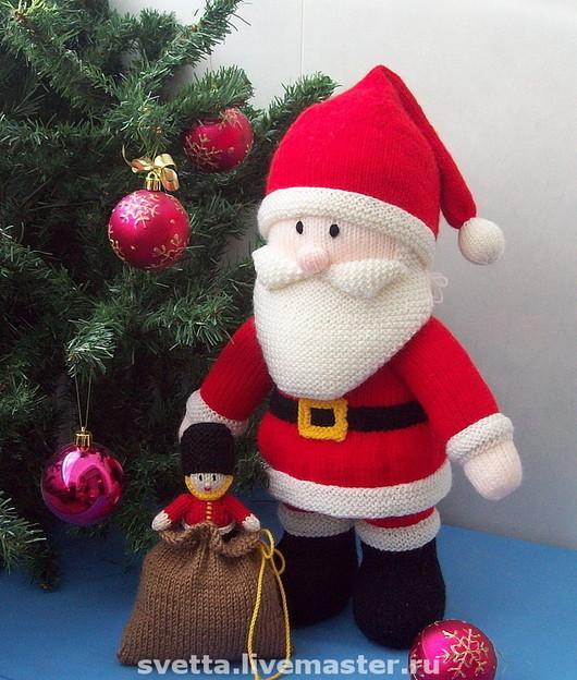 """Новый год 2017 ручной работы. Ярмарка Мастеров - ручная работа. Купить """"Дед Мороз с подарками"""" вязаная игрушка. Handmade."""