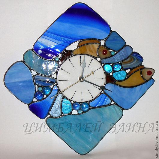 """Часы для дома ручной работы. Ярмарка Мастеров - ручная работа. Купить Витражные часы """"Рыбки"""".. Handmade. Синий, часы для дома"""