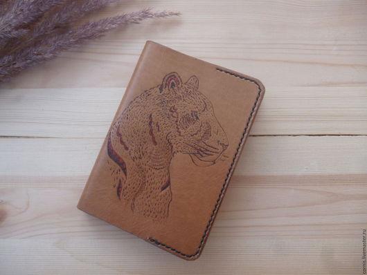 Обложки ручной работы. Ярмарка Мастеров - ручная работа. Купить Обложка для паспорта кожаная  Львица. Handmade. Коричневый, выжигание по коже