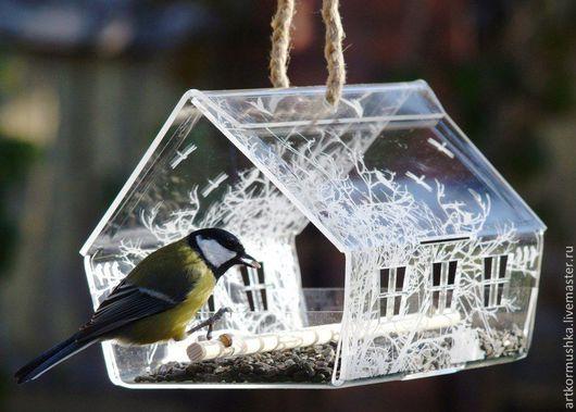 Кормушка для птиц `Княжий дом с гравировкой`