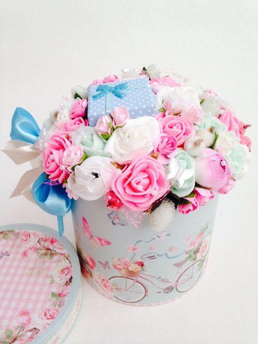 """Цветы ручной работы. Ярмарка Мастеров - ручная работа. Купить Подарочная композиция """"Цветы в коробке"""". Handmade. Подарок, цветы в коробке"""