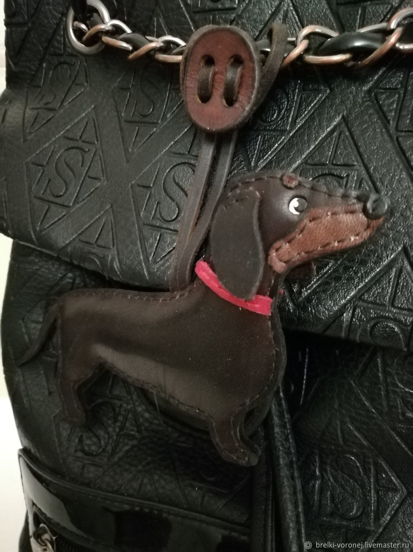 Брелок из кожи собака такса