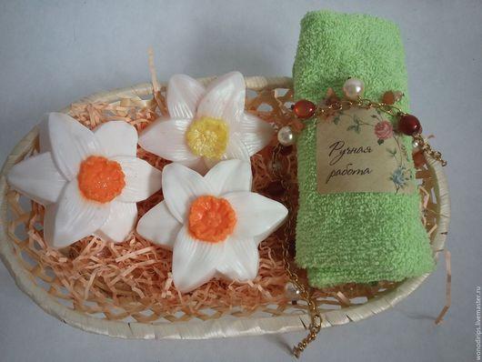 """Мыло ручной работы. Ярмарка Мастеров - ручная работа. Купить Набор мыла ручной работы """"Нарциссы в корзиночке"""". Handmade. Комбинированный"""
