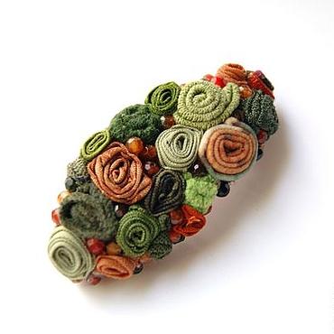 """Украшения ручной работы. Ярмарка Мастеров - ручная работа брошь """"Сосновый лес""""  с цветными агатами, рыже-зеленая. Handmade."""