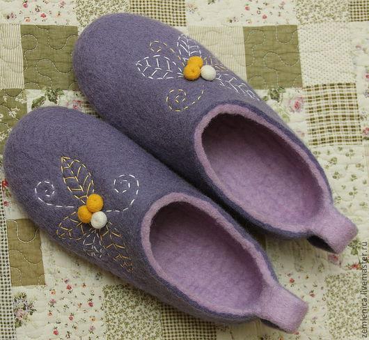 """Обувь ручной работы. Ярмарка Мастеров - ручная работа. Купить Войлочные тапочки """"Волшебные ягодки"""". Handmade. Войлочные тапочки"""