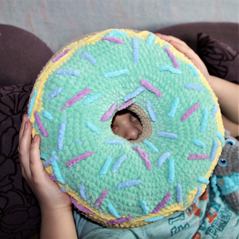 Подушка пончик из плюшевой пряжи с двойной глвзурью и посыпкой d 36 см, Подушки, Арсеньев,  Фото №1